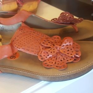New, Me Too Flip Flop Sandals Salmon Pink 9.5 M